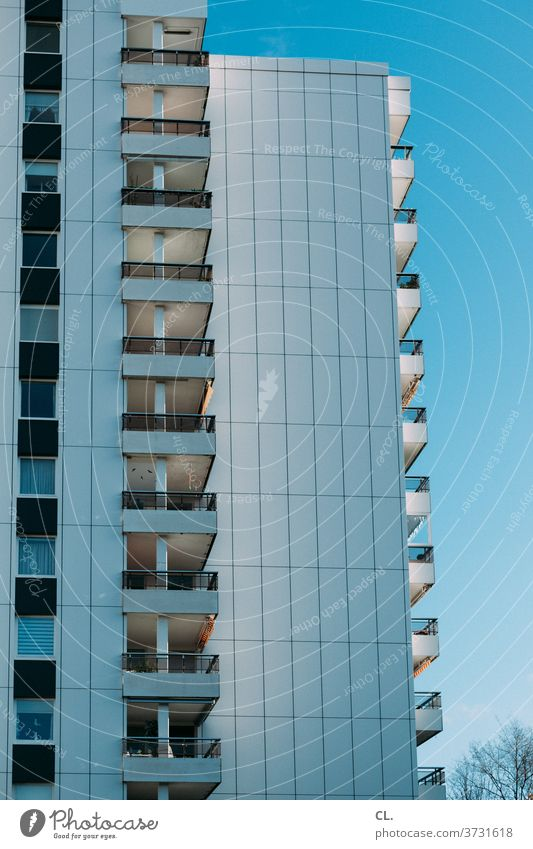 hochhaus Hochhaus Fassade Architektur anonym Stadt Balkon Blauer Himmel Schönes Wetter Menschenleer Außenaufnahme