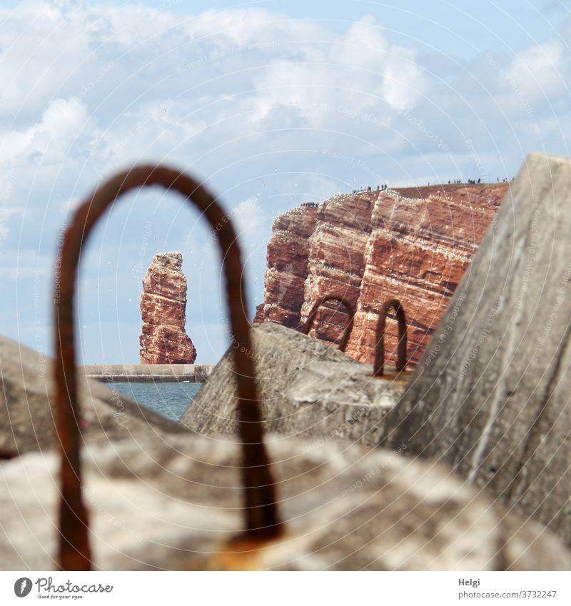 Lange Anna - Blick durch die Metallöse einer Tetrapode auf den roten Felsen von Helgoland roter Felsen Tetrapoden Beton Durchblick Landschaft Natur Umwelt