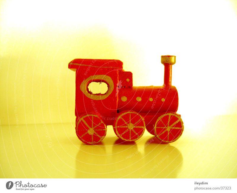 Spielzeug-Eisenbahn rot Spielen Holz klein frei streichen Dinge fein Lokomotive Miniatur