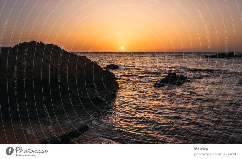 Sonnenuntergang am Strand von Cádiz, Spanien. Wasser Meer MEER Abenddämmerung reisen Landschaft Natur Himmel im Freien Sommer schön blau Küste Textfreiraum