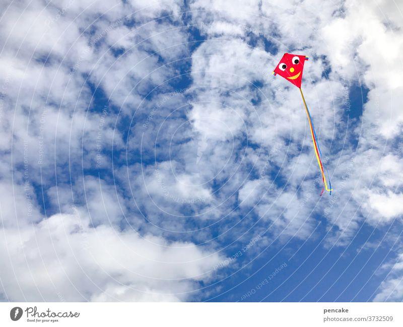 aero | dynamisch Himmel Drache Wind fliegen Spass Kindheit Nordsee Urlaub Sommer Meer Wolken Aerodynamik spielen Strand Ferien & Urlaub & Reisen Küste Sonne