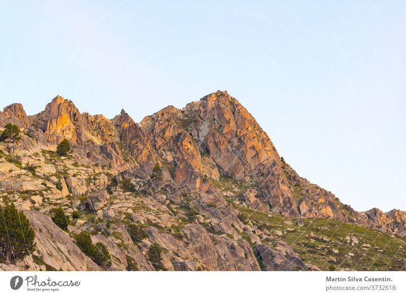 Landschaft am Montmalus-See im Sommer auf Andorra Nachmittag alpin Hintergrund schön blau cirque Ziele Ökologie lager Umwelt Erosion Abend Wald Frankreich