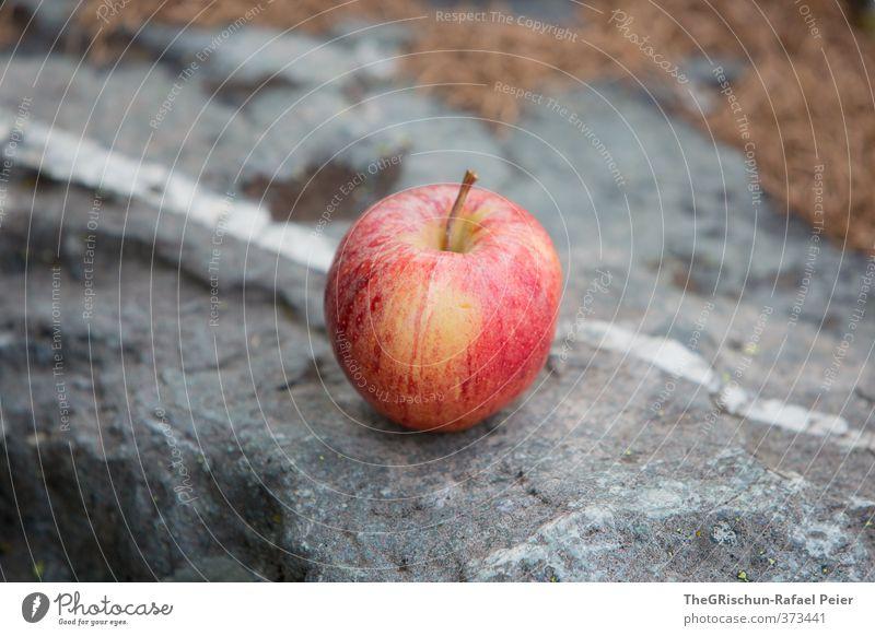 Wilhelm Tell's Übungsgelände Lebensmittel Frucht Apfel braun gelb grau rot schwarz silber weiß Stein Tannennadel Stadt Essen Marend Zwipf Znüni Vesper