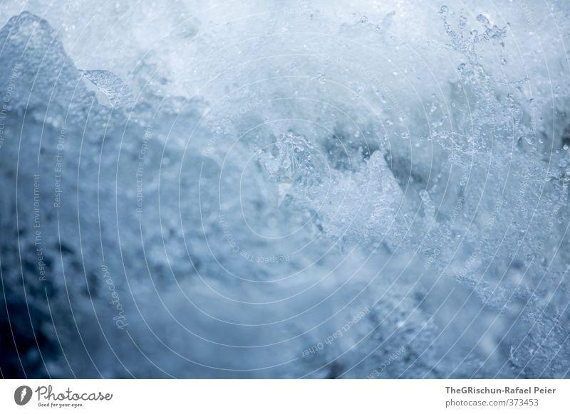 Kaltes klares Wasser MK II Natur blau Wasser weiß schwarz Umwelt kalt Lebensmittel wild Getränk Wassertropfen Erfrischung deutlich spritzen spritzig Wasserwirbel