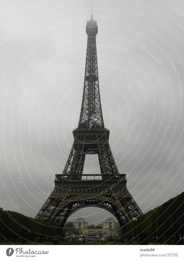 Eiffel Turm Stadt Wolken Stil Garten Gebäude Architektur Nebel groß modern Turm Paris historisch Altstadt Tour d'Eiffel