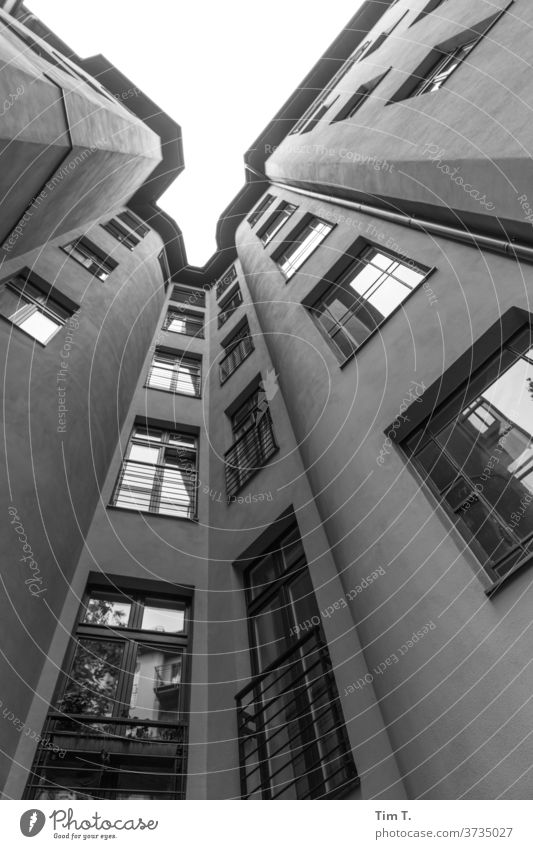 Hof Saniert Berlin Prenzlauer Berg 2020 Stadt Stadtzentrum Hauptstadt Außenaufnahme Altstadt Menschenleer Haus Altbau Tag Fenster Bauwerk Gebäude Hinterhof