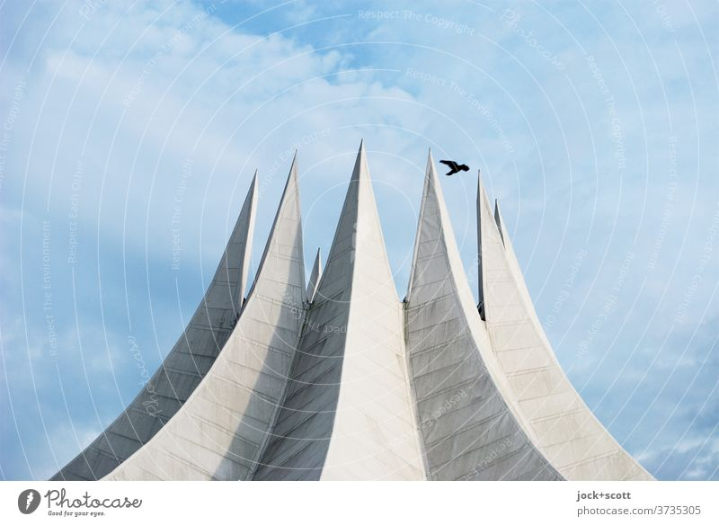 Dach wie ein Zirkuszelt Tempodrom außergewöhnlich Beton Bekanntheit Originalität modern Wolken Himmel Architektur Sehenswürdigkeit Vogelflug Bauwerk