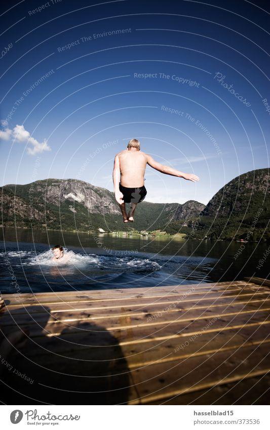Norwegen Wandern Aktivurlaub Freude Glück Wohlgefühl Zufriedenheit Erholung Schwimmen & Baden Ferien & Urlaub & Reisen Tourismus Ausflug Abenteuer Freiheit