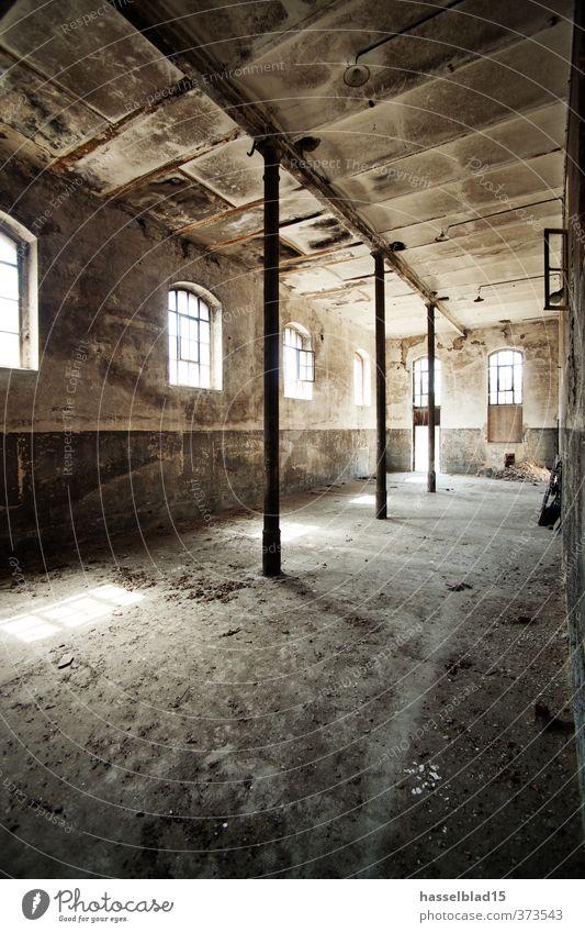 old sport alt Wand Innenarchitektur Gebäude Mauer leer Baustelle Burg oder Schloss Fabrik Rauchen verstecken Rauschmittel Ruine Alkohol Säule Putz