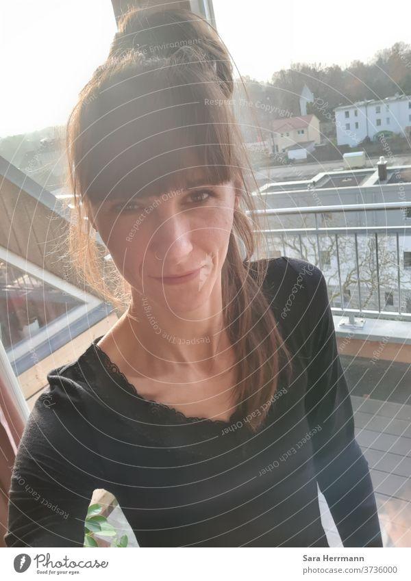 Selfie selfie Frau Außenaufnahme Wochenende Freude Lifestyle Lächeln heiter Pony