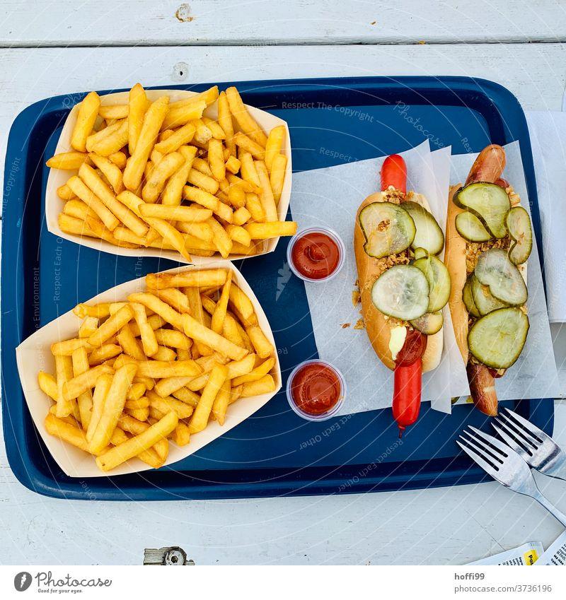Hotdog mit Pommes - Zwischenstop in Dänemark Pommes frites Röstzwiebeln Gurkenscheibe Ketchup Fastfood Fett Mittagessen Essen Wurstwaren lecker Imbiss Ernährung