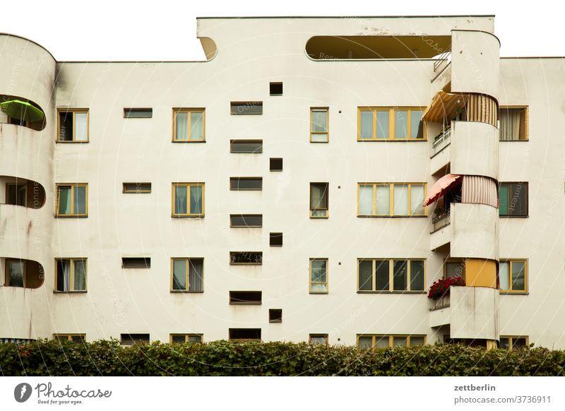 Bauhaussiedlung Siemensstadt berlin siemensstadt bauhaus bauhausstil gebäude mehrfamilienhaus etage stockwerk balkon wohnen wohngebiet klassische moderne