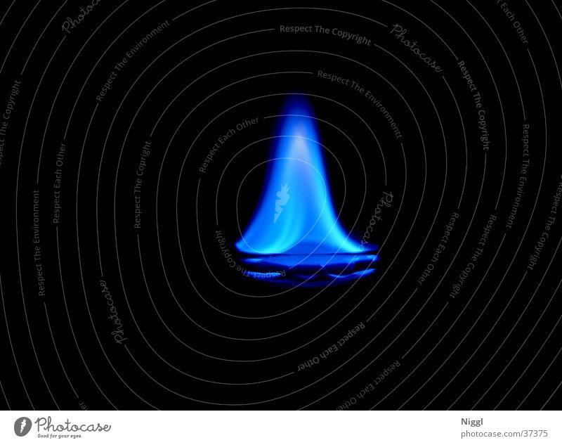 Sambuca blau dunkel Brand brennen Alkohol Flamme Fototechnik