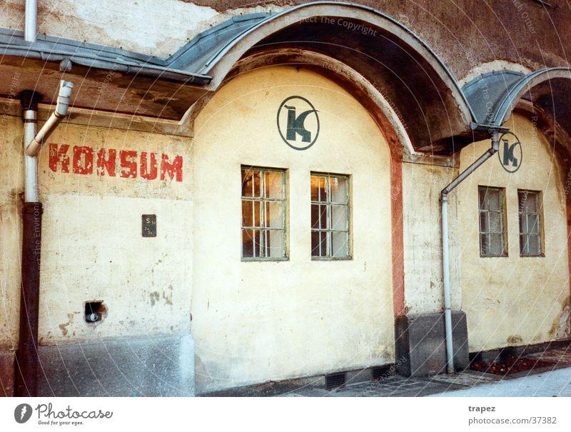Konsum Haus Dresden verfallen historisch DDR Architektur