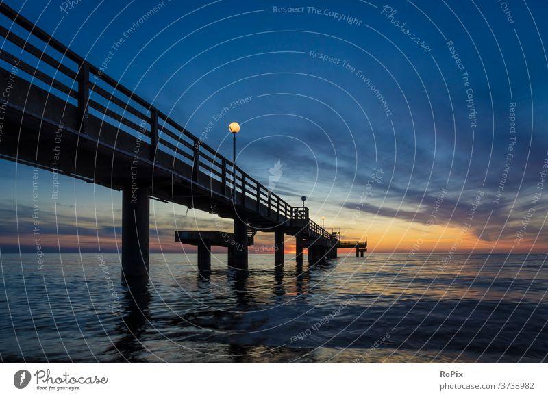 Abenddämmerung an der Seebrücke von Rerik. Hafen harbour boote Fischer Fischerei Strand beach Küste Meer sea Ozean Gezeiten tides Sommer Sommerurlaub coast mare