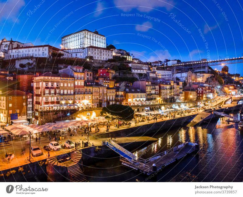 Historische Architektur am Fluss Douro in Porto, Portugal Stadtbild Abend Brücke Natur luis Nacht Boot Haus alt Ribeira Altstadt Häuser Portugiesisch oporto