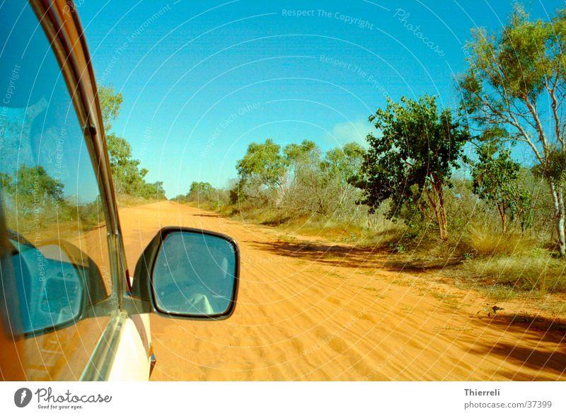 Road in Australia unterwegs Ferien & Urlaub & Reisen Physik trocken Verkehr PKW Sand Wärme Wüste