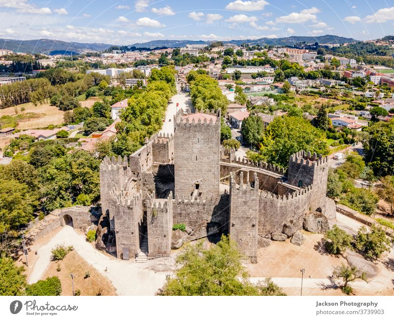 Luftaufnahme der Burg von Guimaraes, Portugal guimaraes Burg oder Schloss Stadtbild Antenne alt Tourismus Großstadt UNESCO-Weltkulturerbe Palast kulturell