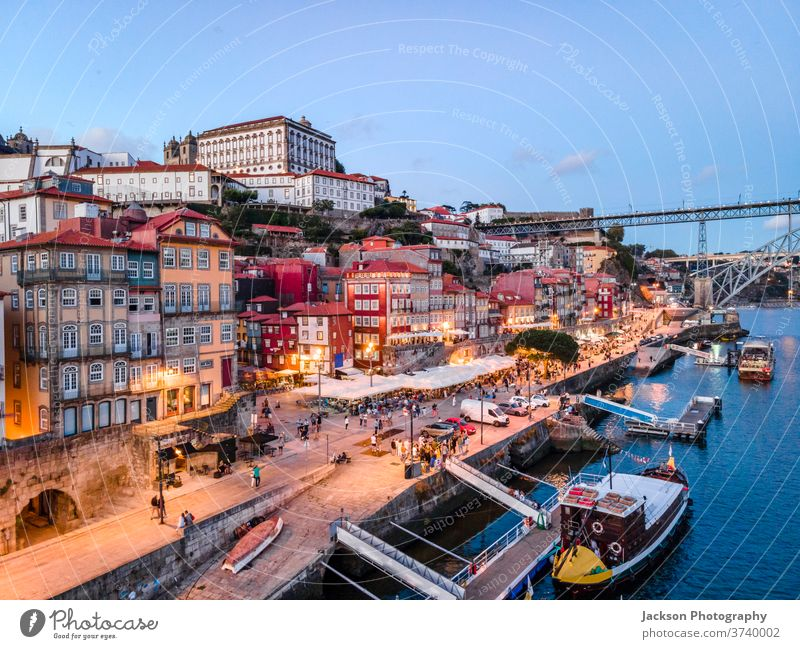Historische Architektur am Fluss Douro in Porto, Portugal Stadtbild Brücke Natur Abend luis Nacht Boot Haus alt Ribeira Altstadt Häuser Portugiesisch oporto