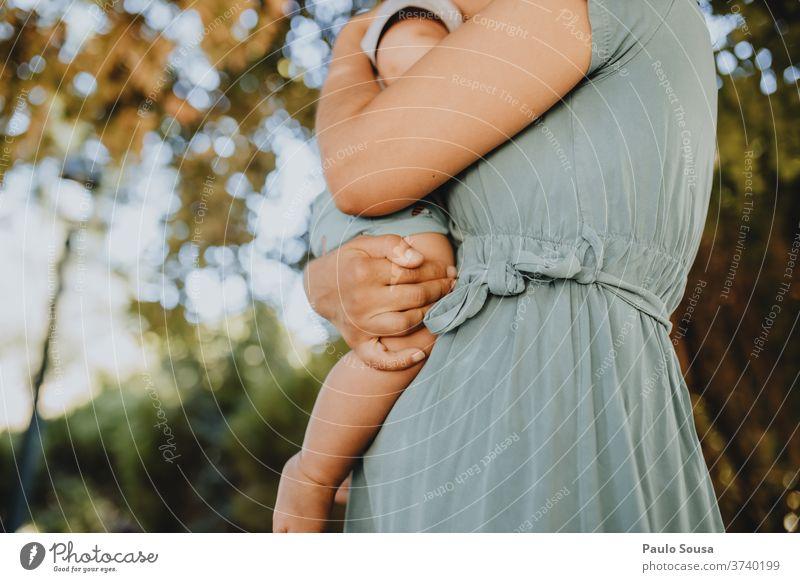 Mutter mit Kind Mutterschaft Zusammensein Zusammengehörigkeitsgefühl Kleinkind Kaukasier Kindheit Menschen Pflege Eltern reizvoll Familie & Verwandtschaft