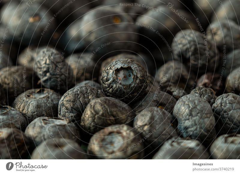 getrocknete Blaubeeren, Heidelbeeren -  Superfood - Gesunde Zutaten für Müsli. gesunder Lebensstil, antioxidative Nahrung Farbbild horizontal Frische