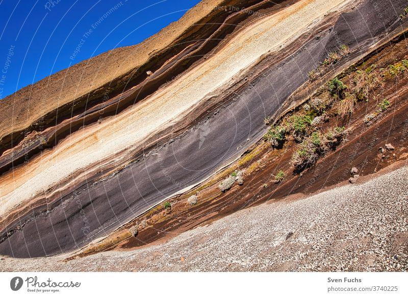 Diese besondere Gesteinsschicht ist auf der Kanareninsel Teneriffa zu bewundern und wird La Tarta genannt teneriffa gesteinsschichten la tarta geologie lava