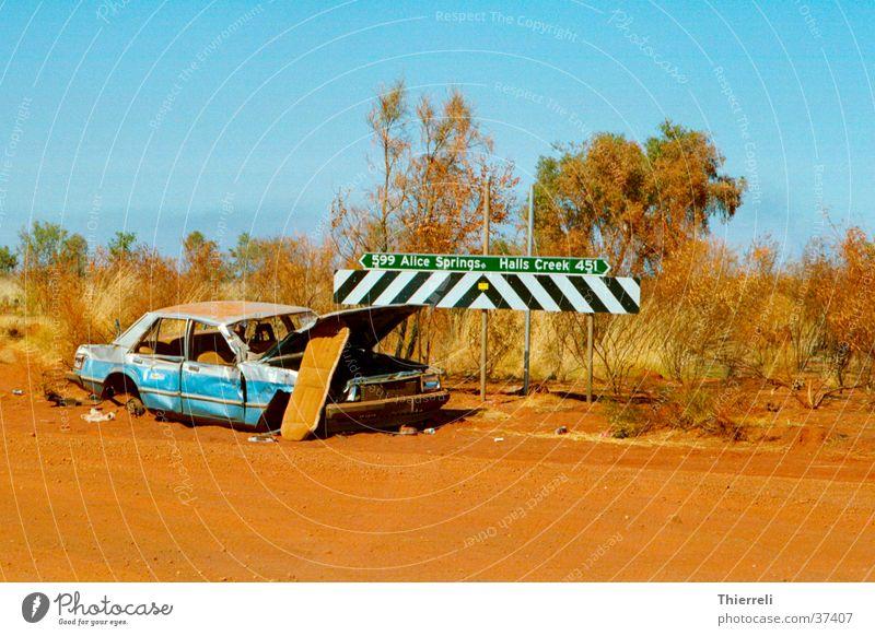 Schrott? Ferne Straße PKW Verkehr kaputt Australien