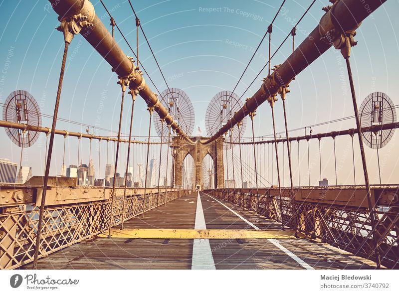Retro-getontes Bild der Brooklyn Bridge, New York City, USA. New York State Großstadt Gebäude Wahrzeichen reisen Stadtbild Architektur retro altehrwürdig Brücke