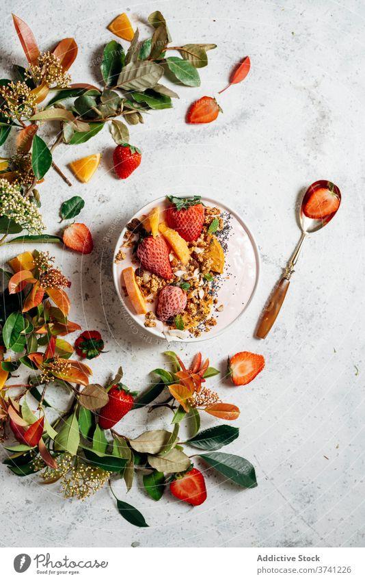 Gesunde Frühstücksschüssel mit Früchten auf dem Tisch Smoothie Schüssel Frühstücksschale Supernahrung lecker Schalen & Schüsseln Frucht Nut Ernährung