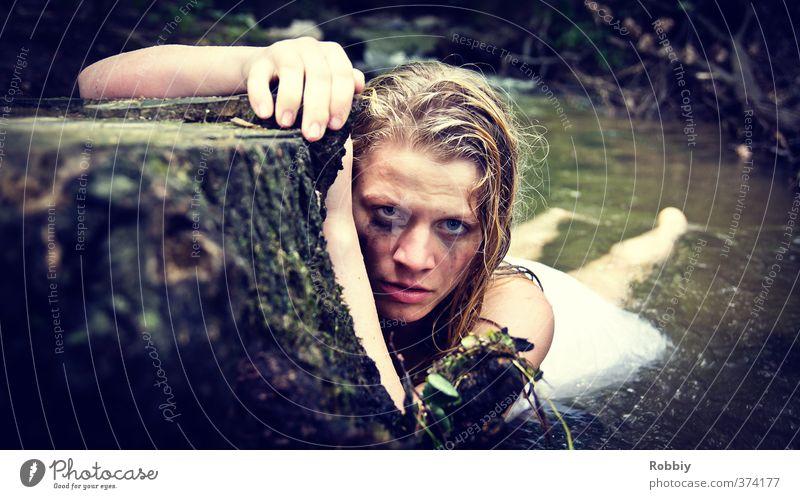 Amazonenkriegerin Mensch Jugendliche Wasser Baum Junge Frau dunkel feminin Schwimmen & Baden Kopf blond Arme 13-18 Jahre bedrohlich Fluss Kleid tauchen