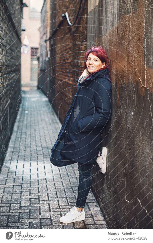 modell posiert in der londoner strasse Model London Schönheit schön Frau Stil jung Menschen Mädchen posierend Großstadt Eleganz Spaziergang Kleid Erwachsener