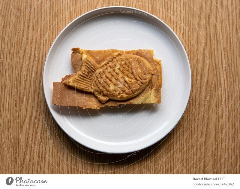 Tayaki Japanisches gefülltes Gebäck auf Teller. Bäckerei-Produkt Kuchen Lebensmittel Asien asiatisch Asiatische Küche azuki Hintergrund gebacken Teig Bohne