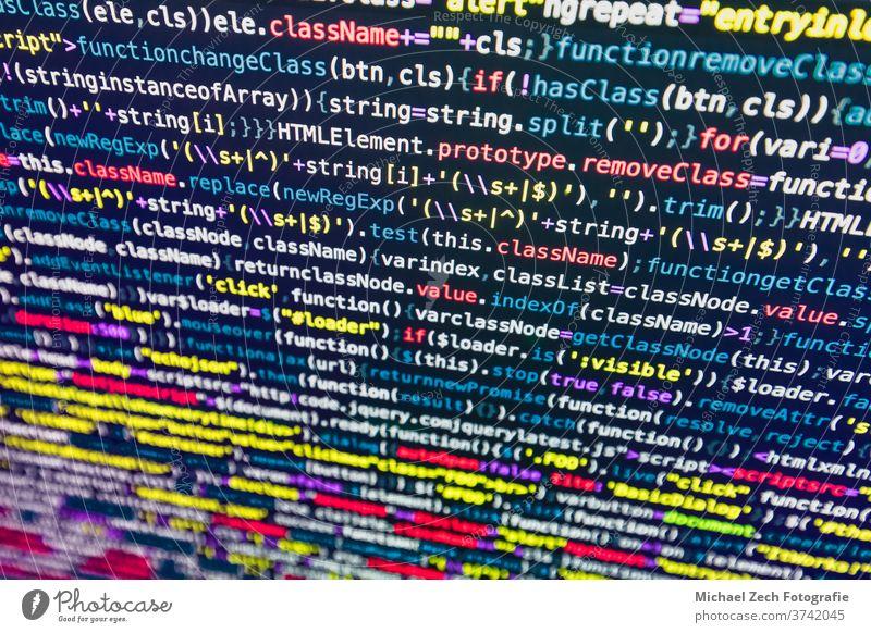 Entwickler-Bildschirm mit farbigem Website-Programmiercode Entwicklung Farbe Code Programmierung php Netz Anwendung Hintergrund Transparente binär Charakter