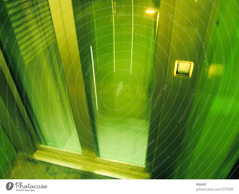 lift Fahrstuhl grün Zeitreise Architektur abwärts Beam-me-up-Scotty disapear