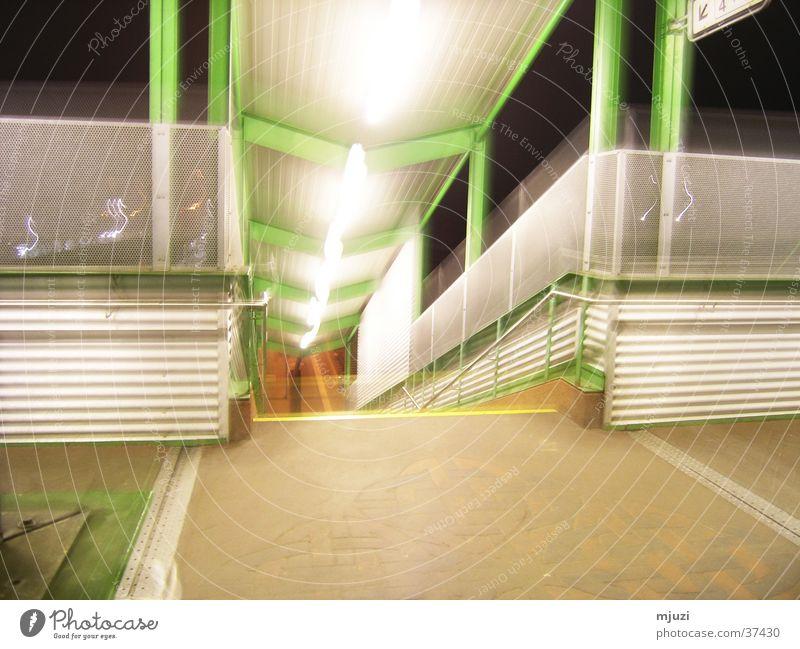 upstairs abwärts Zugang Architektur Treppe Bahnhof Abgang