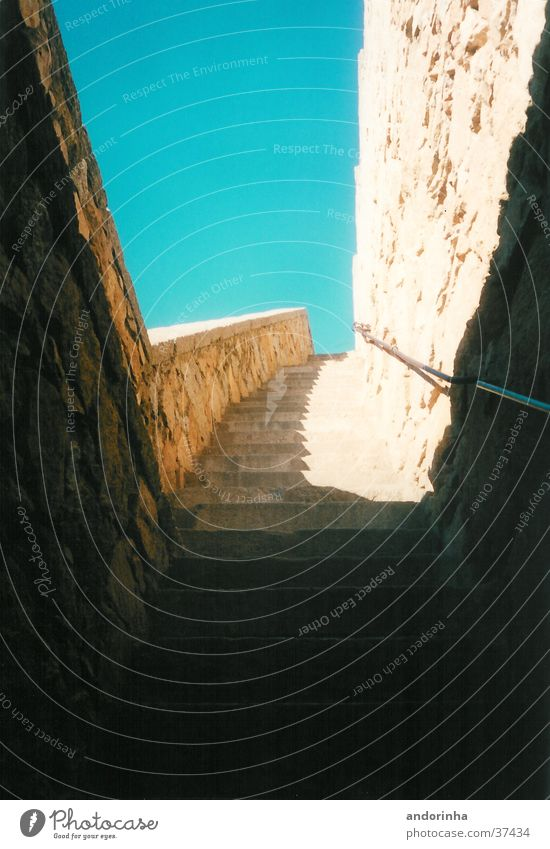 avila Himmel Sonne Stein Mauer Architektur Treppe Spanien Stadtmauer