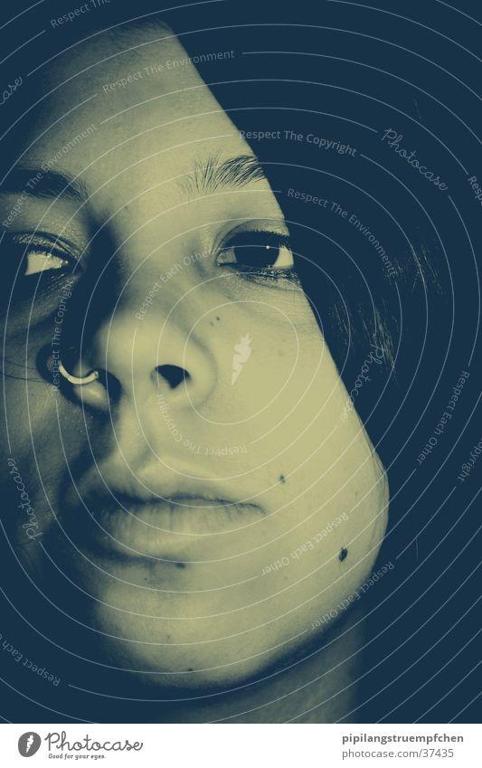 lonely thoughts Frau Mädchen Traurigkeit Denken Piercing