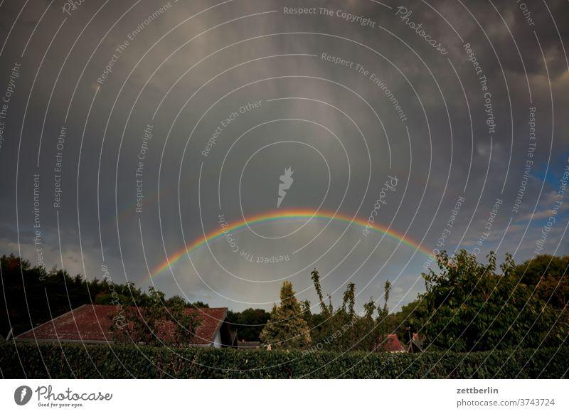 Regenbogen abend altocumulus bunt drohend dunkel dämmerung düster farbe farbspektrum feierabend froschperspektive gewitter haufenwolke himmel hintergrund klima