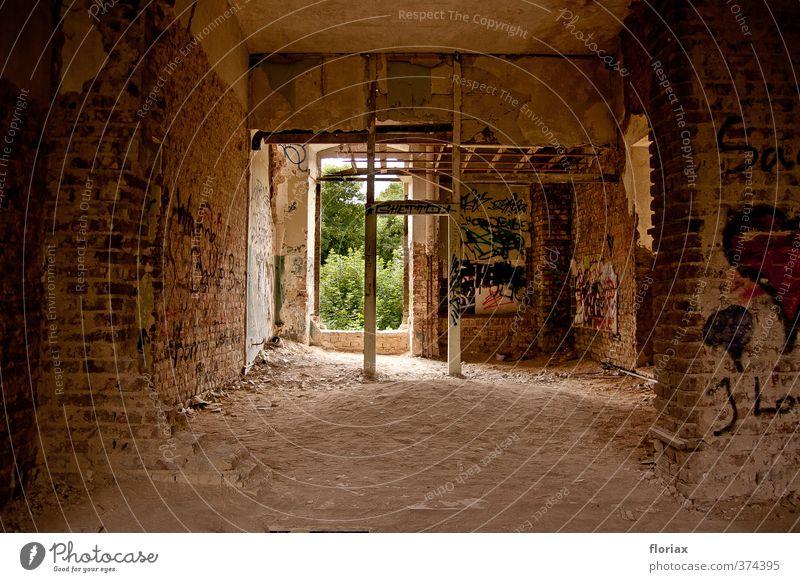verlassen. Haus Fenster Wand Architektur Innenarchitektur Mauer Gebäude Holz Stein Garten Park Raum Wohnung Tür Häusliches Leben Beton