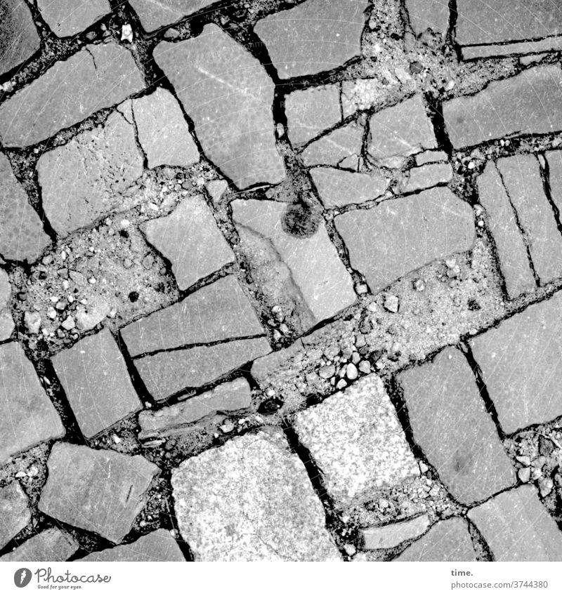 Handarbeiten (3) platz steine muster struktur handarbeit wege pflasterung einschwämmen sand fußweg Wege & Pfade Vogelperspektive gestaltung architektur spuren