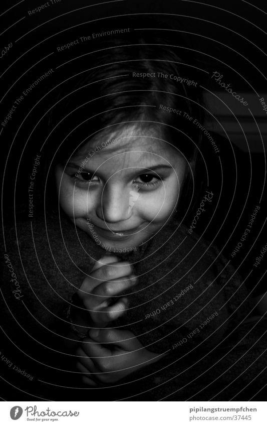 In the dark Frau Hand Mädchen schön Gesicht dunkel geheimnisvoll niedlich
