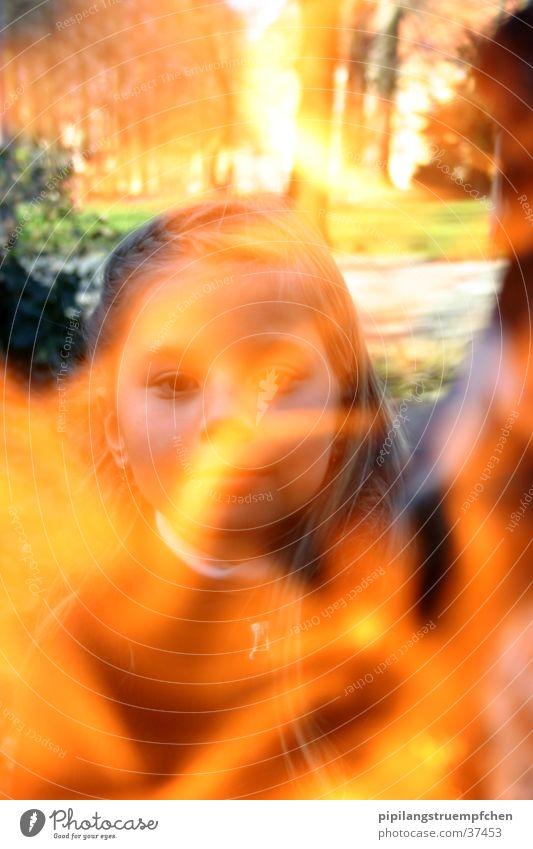 das feuermädchen Frau Mädchen gelb orange Brand