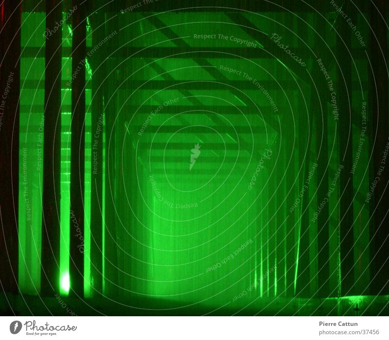 Korridor grün Licht Nebel dunkel Architektur Regen Surrealismus