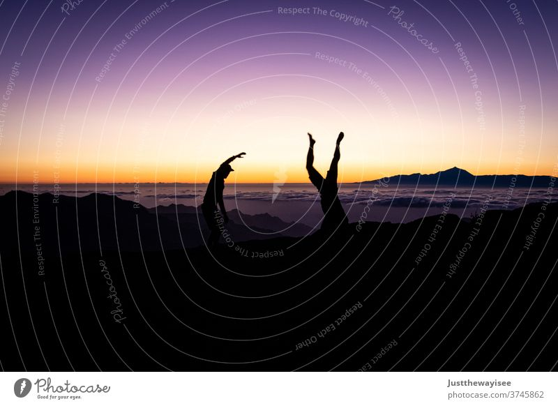 Silhoutte mit wunderschönem Sonnenuntergang auf dem Teide Silhouette Himmel Gran Canaria Menschen Natur Berge u. Gebirge Landschaft orange Abenddämmerung Person