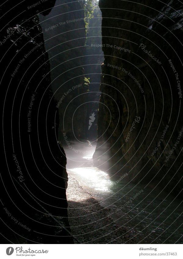 Lichtspiel Wasser Sonne Nebel Wildbach