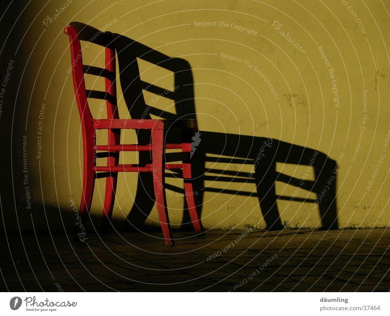 Schattenwurf ruhig Stuhl Häusliches Leben Möbel Feierabend Abendsonne