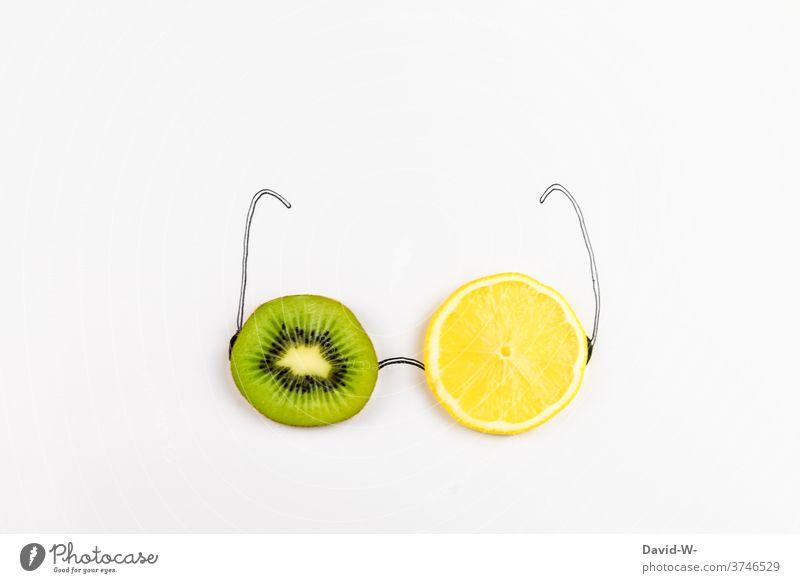 gesunde Einstellung Obst Gesunde Ernährung Brille Frucht fruchtig Vitamine vitaminreich Kiwi Zitrone Vitamin C Gesundheit Augen augenschmaus