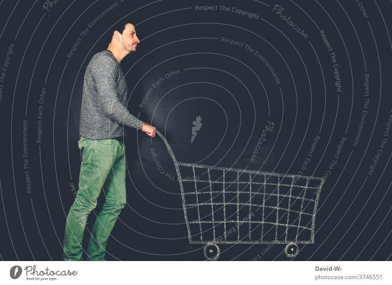 Mann schiebt Einkaufswagen | dynamisch Einkaufen Ladengeschäft shoppen Kunde Verbraucher Einzelhandel Konsum kreativ