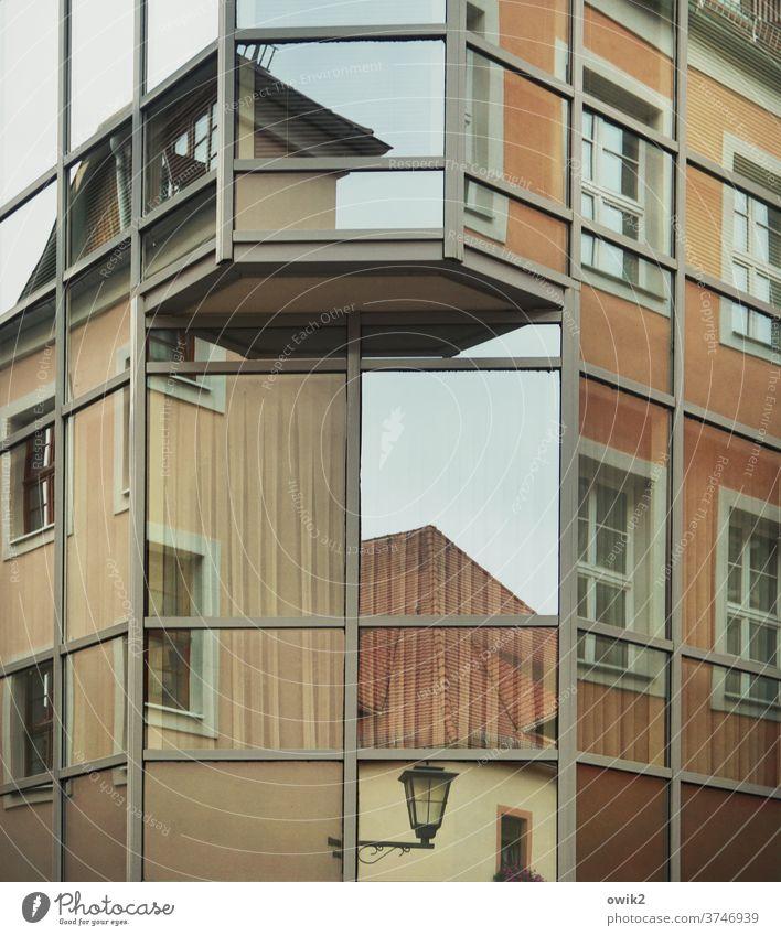 Baukastenprinzip Fenster Fassade Altstadt Gebäude Architektur Architekturfotografie Wand Mauer Einfamilienhaus Stadtzentrum Häusliches Leben Kleinstadt Bauwerk