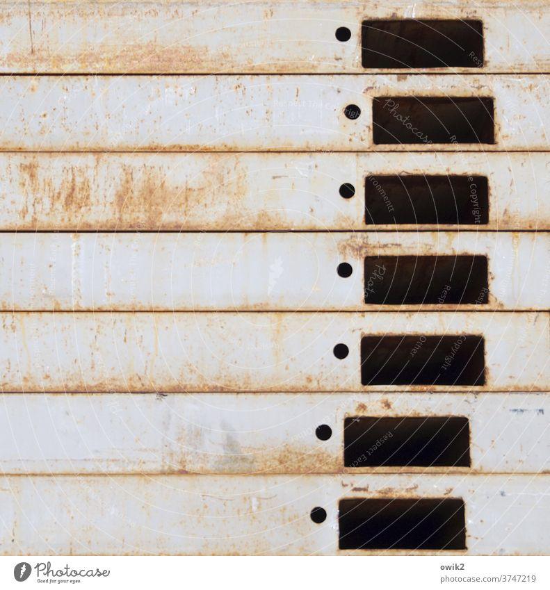 Einprägsam Detailaufnahme abstrakt unklar Löcher Stapel Metall rätselhaft Struktur Gedeckte Farben Rost Vergänglichkeit trashig Strukturen & Formen Muster